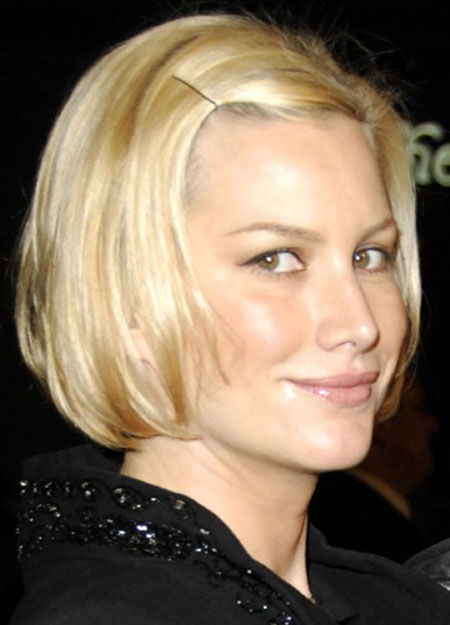 Side-Pinned-Short-Bob-Hairstyle Cute Short Hairstyles