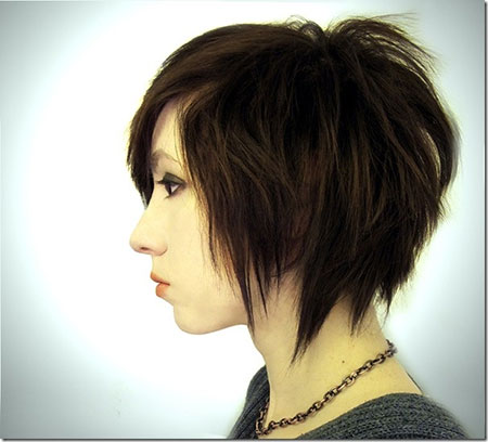 Side-View-of-The-Edgy-Short-Hairstyle Cute Short Hairstyles