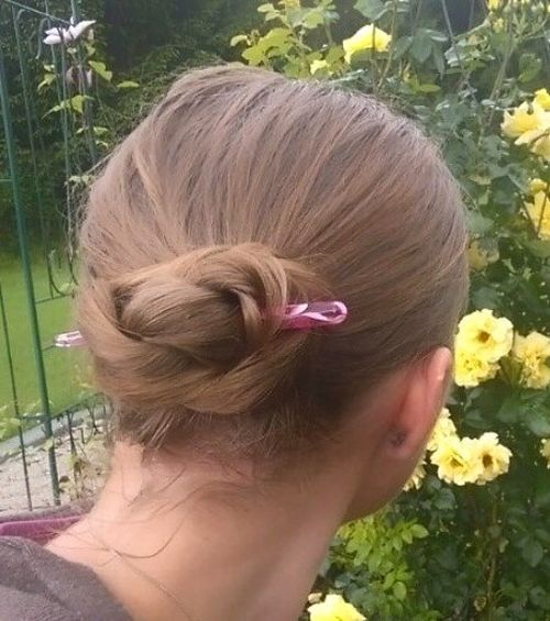 Simple-DIY-Bun Quick and Easy Short Hair Buns to Try