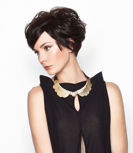 The-Messy-Hairdo-with-Short-Bangs Cute Short Hairstyles