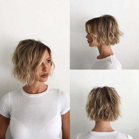 Wavy-Bronde-Bob-Shag 15 flattering short hairstyles for thin hair