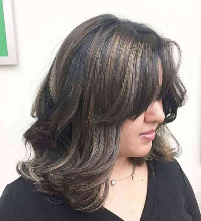 Babylights Attractive Medium Brown Hairstyles with Blonde Highlight