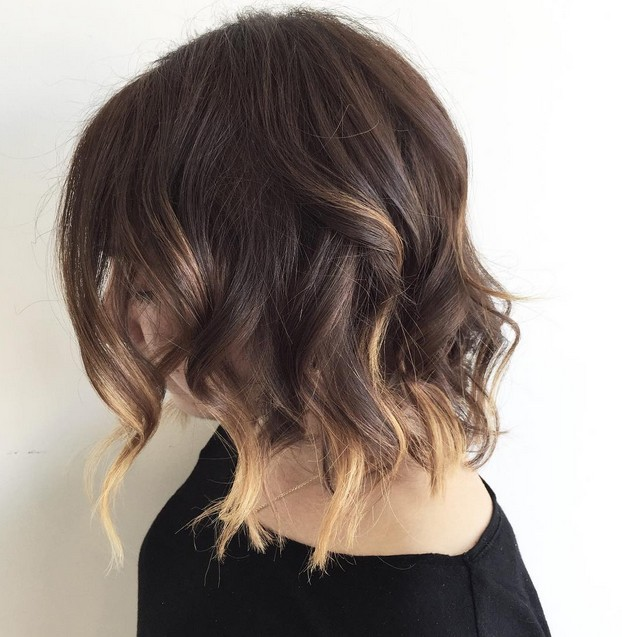 Blonde-Tipped-Choppy-Bob-with-Curls Gorgeous Choppy layered bobs in 2020