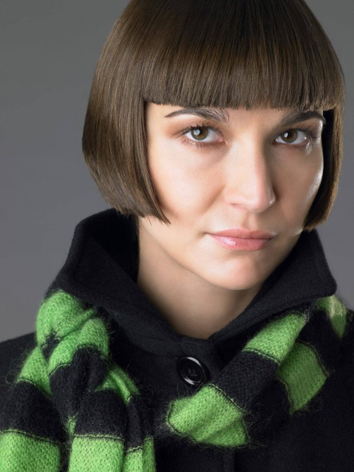 Flapper-Bob Dazzling Straight Hairstyles for a Diva Look