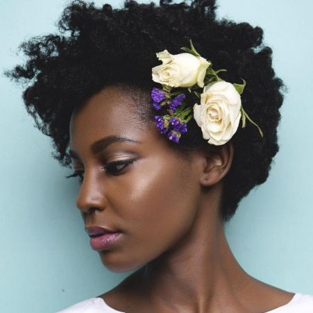 Short-Natural-Hairstyle-with-Flowers 14 Flattering Black Wedding Hairstyles
