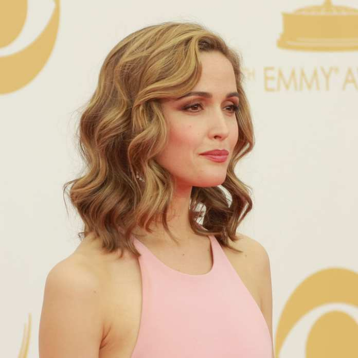 Short-and-Sweet-Curled-Bob Cute Medium Length Hairstyles to Glam Up Your Look