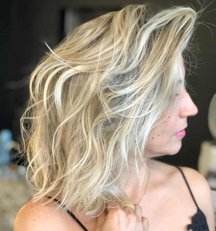 Tousled-wavy-hairdos 10 Shoulder Length Layered Hairstyles To refresh your current look