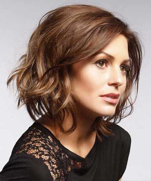 Wavy-and-messy Captivating Inverted Bob Hairstyles That Can Keep You Out of Trouble