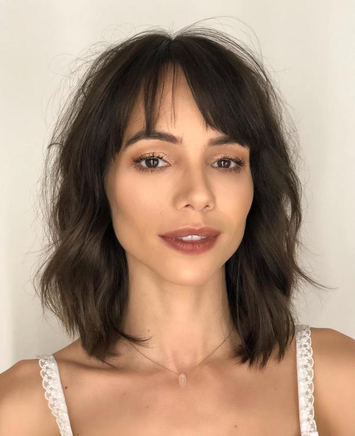 wavy-long-bob 12 Fabulous Women's Haircuts For Thin Hair