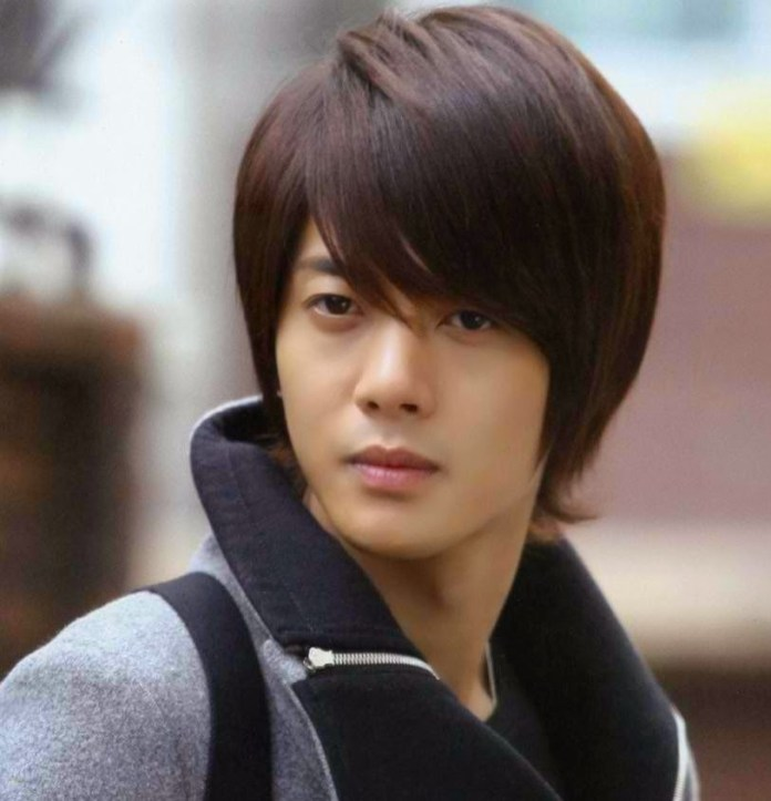 Medium-Length-Straight-Hair Dashing Korean Hairstyles for Men