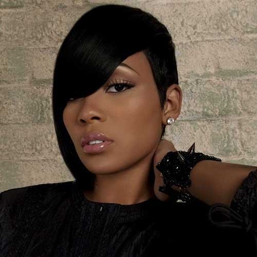 Striking-Short-Hairstyle-for-Black-Women-with-Side-Apart Naturally Short Hairstyles for Beautiful Black Women