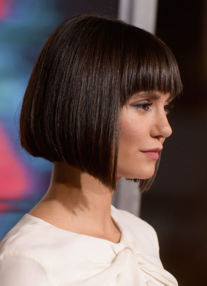 angled-cut-with-blunt-bangs-and-sloping-layers Bobs and their hottest endless variations in 2020