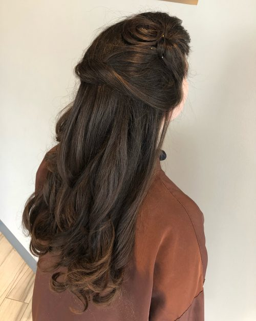 elegant-half-up-style 10 Gorgeous Prom Hairstyles For Long Hair