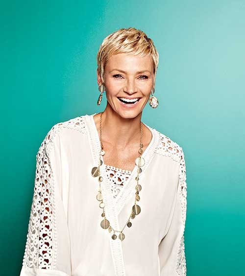 simple-pixie-style-nicely-frames-her-face Beautiful Short Haircuts for Older Women