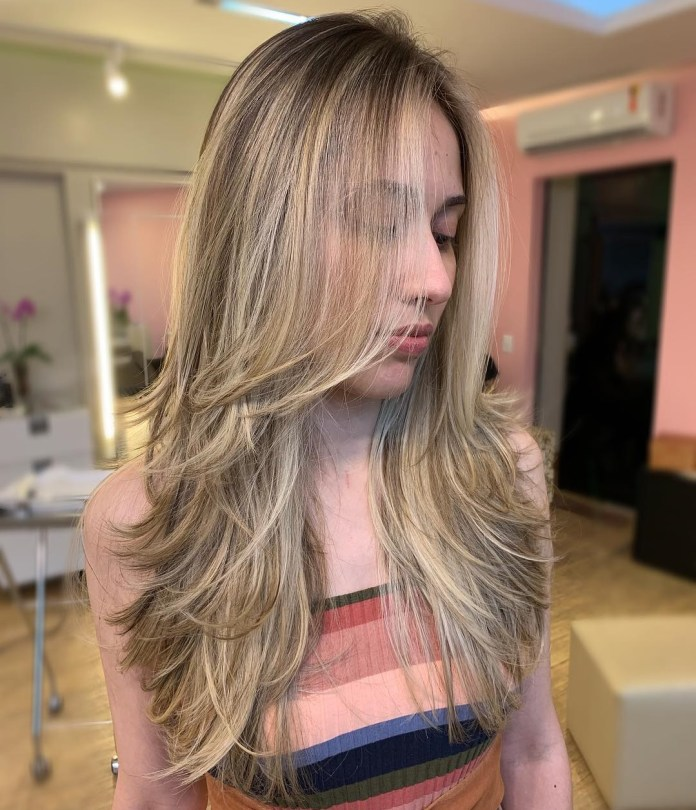 Long-hair-with-layers-and-a-fearthered-finish 12 Chic Hairstyles For Women With Long Faces