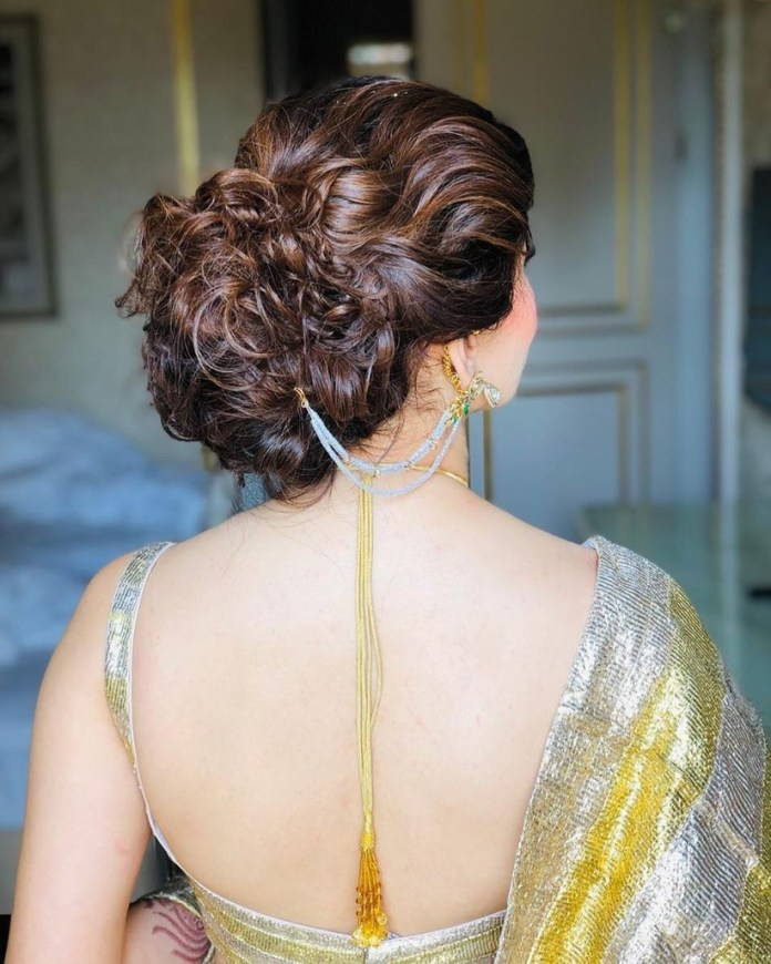Rich-Messy-Bun-with-Thin-Streaks Messy Bun Hairstyle is the New Style to Enhance Your Look