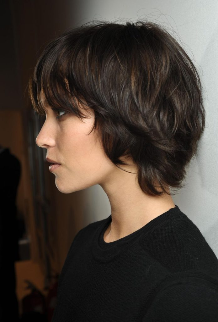 Roughly-Cut-Waved-Hair 20 Short Layered Hairstyles to Look Beautiful