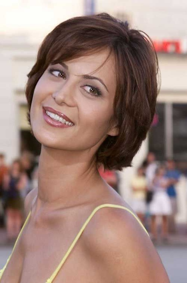 Short-Chic-Layered-Bob 20 Short Layered Hairstyles to Look Beautiful