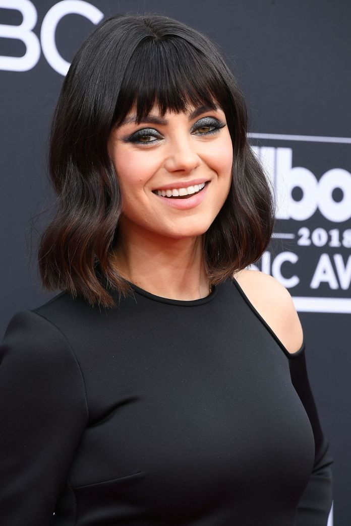 Short-Wavy-Hair-with-Long-Fringe 15 Hairstyles with Bangs for an Ultimate Gorgeous Look