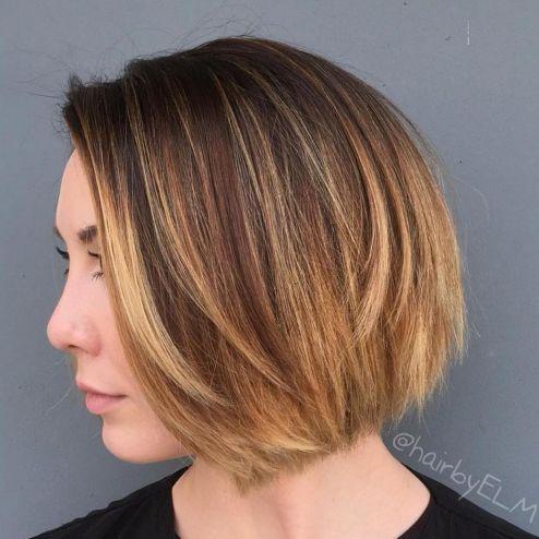 Side-Parted-Short-Balayage-Bob 14 Trendy Balayage Short Hairstyles