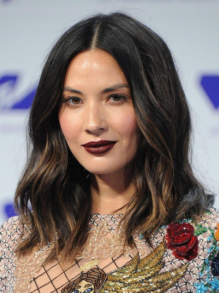 Wavy-Hair-with-Highlights 25 Stupendous Hairstyles for Round Faces