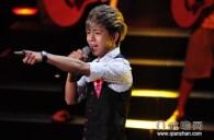 Wei Yining performing