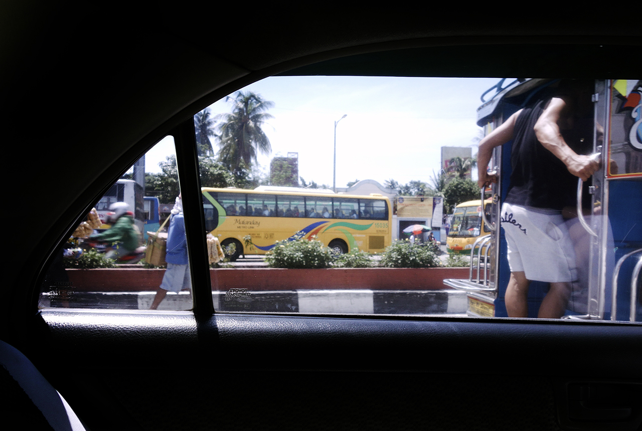 manila man selling cigarettes at traffic lights