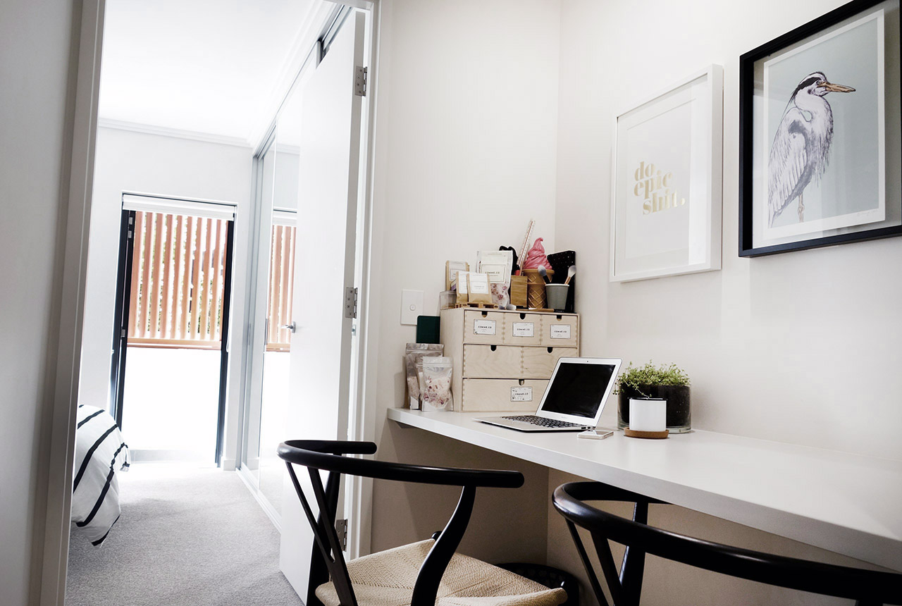 surry-hills-sydney-luxury-apartment-wishbone-chairs-eve-kemp-artwork-do-epic-shit-comme-co-office-09
