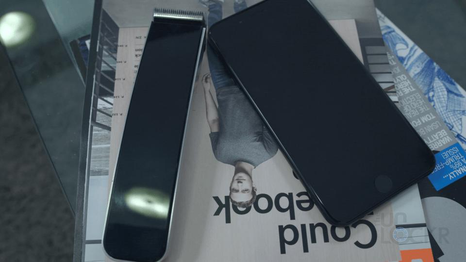 Razor Next To iPhone