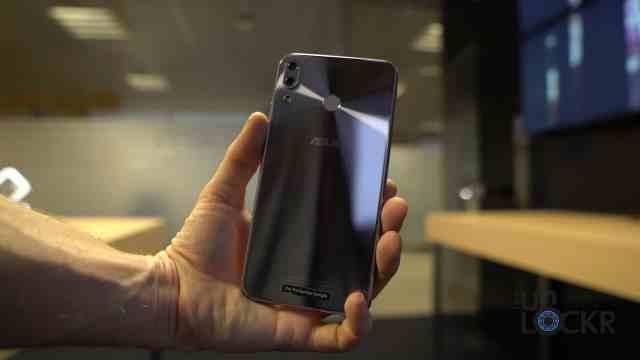 Zenfone 5 in Hand