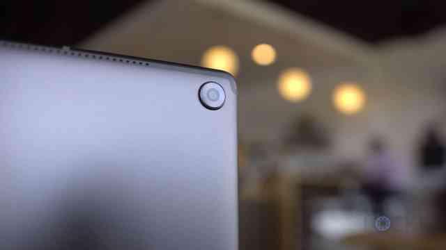 Close Up of Camera on MediaPad M5 10 Inch