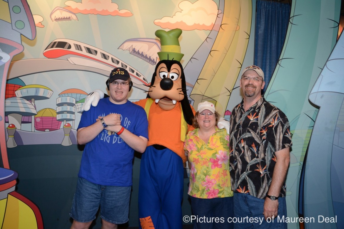 maureen-with-family-and-goofy