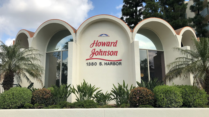 Howard Johnson Anaheim Hotel exterior