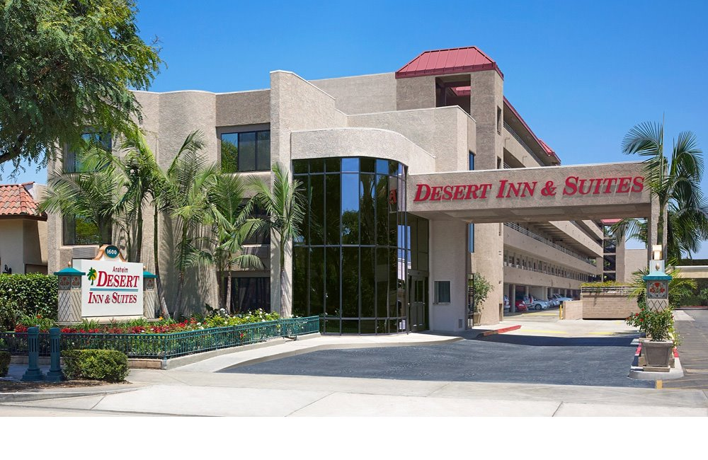 Anaheim Desert Inn & Suites exterior