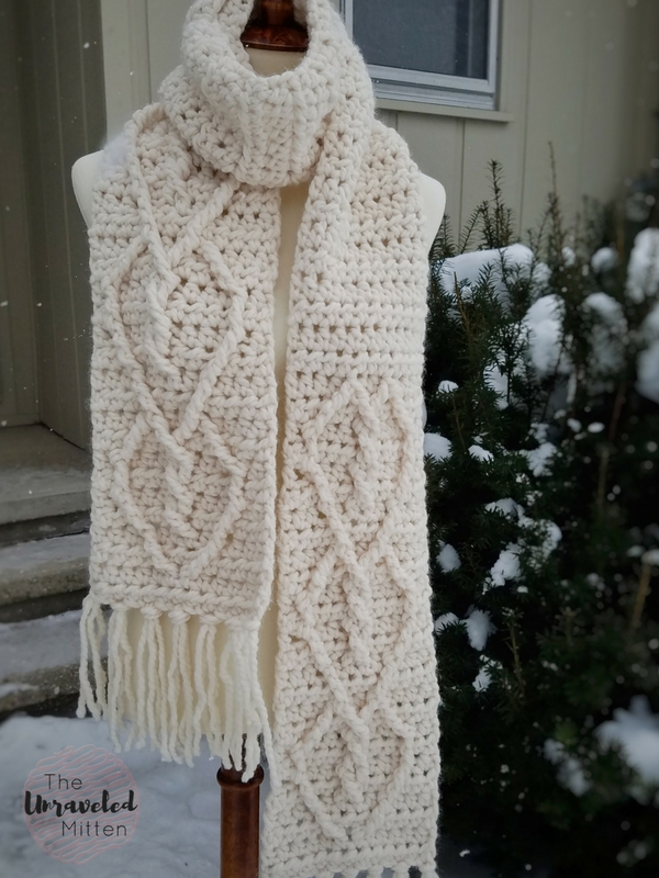 Hearts Entwined Chunky Crochet Scarf | The Unraveled Mitten