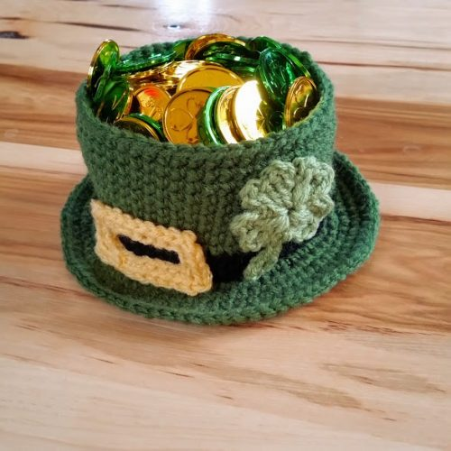 Crochet Leprechaun Hat | Part of a St. Patrick's Day crochet pattern round up by the unraveled mitten