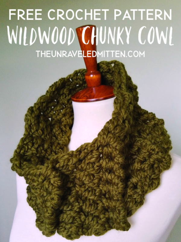Wildwood Chunky Cowl | Free Crochet Pattern | The Unraveled Mitten | This one skein project uses a combination go the the grit stitch and front post stitches to create this stylish diagonally textured crochet cowl.