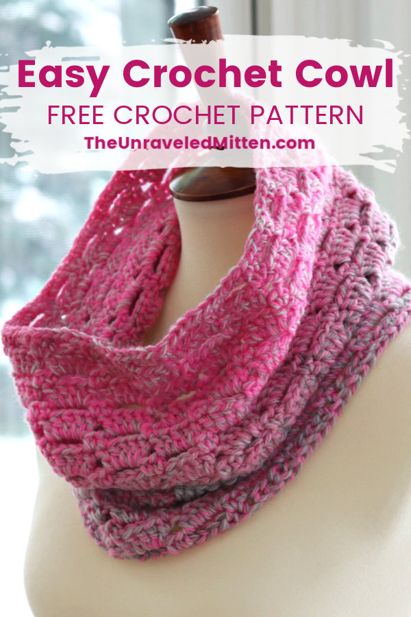 Block Stitch Cowl | Free Crochet Pattern | The Unraveled Mitten | This easy crochet cowl works up fast using a self stripping cake yarn. You're going to want crochet this cowl over and over again.