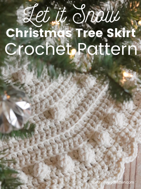 Chunky Bobble Christmas Tree Skirt | Add some holiday cheer to your Christmas home decor with this quick crochet Christmas tree skirt.