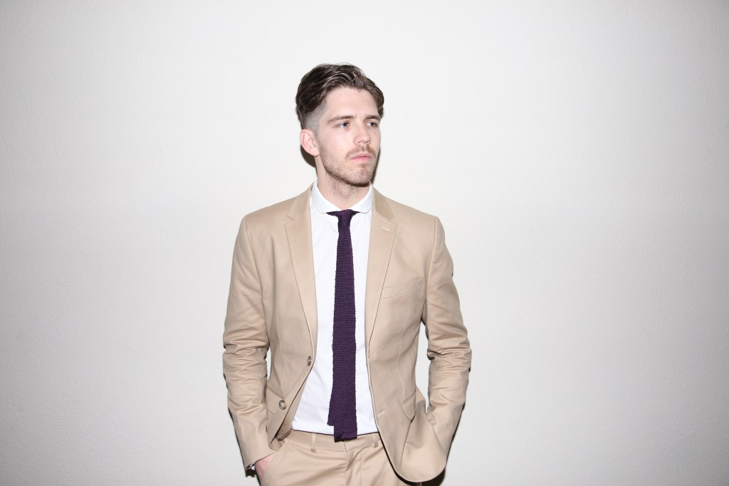 3 Ways To Wear A Khaki Suit The Upper Echelon Blog Justin Great 2