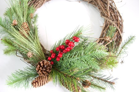 http://theurbandarling.com/diy-christmas-wreath/