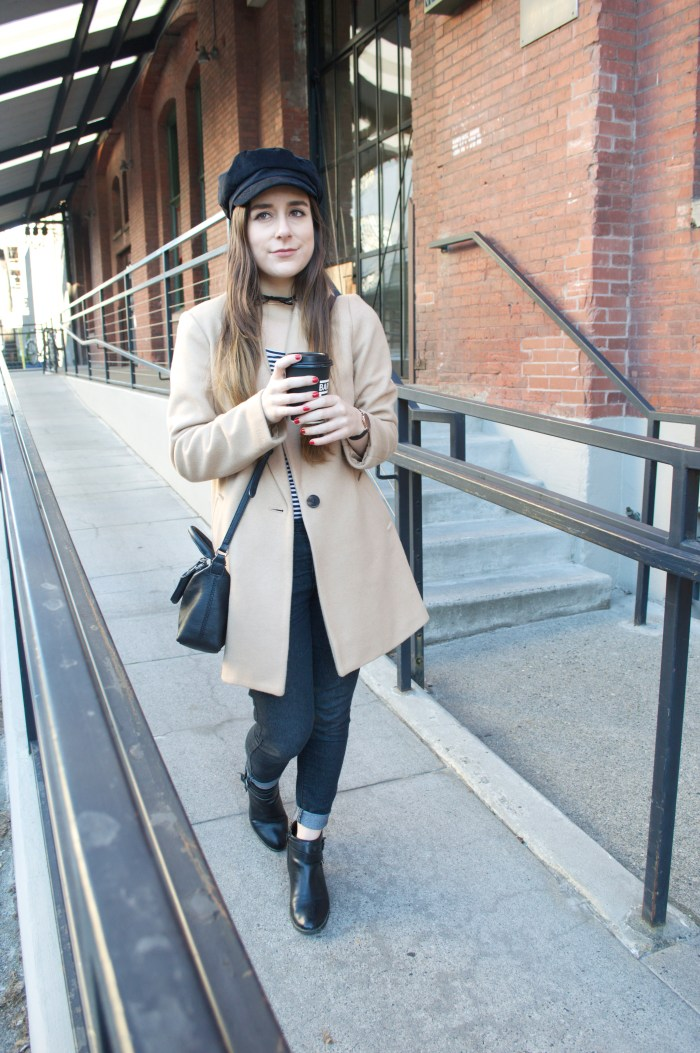 camel trench coat, winter, fashion, winter fashion, black messenger hat, pearl district, portland, oregon, choker necklace, Old Navy, Forever 21