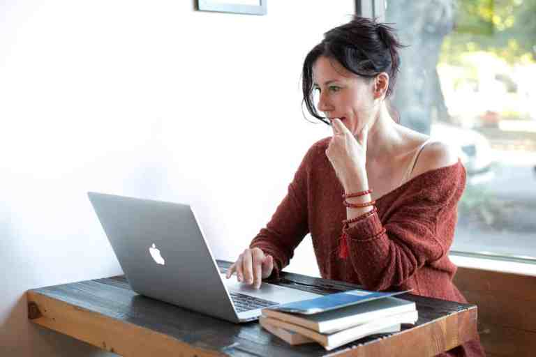 Don't Know How To Get Started in Online Dating? Here're Some Top Message Tips and Examples