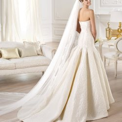 YENILET_pronovias_dropped-waist