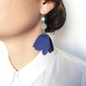 cercei statement floare albastra urban nature sashaccessories