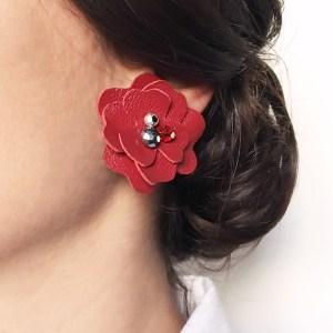 cercei statement floare rosie piele sashaccessories