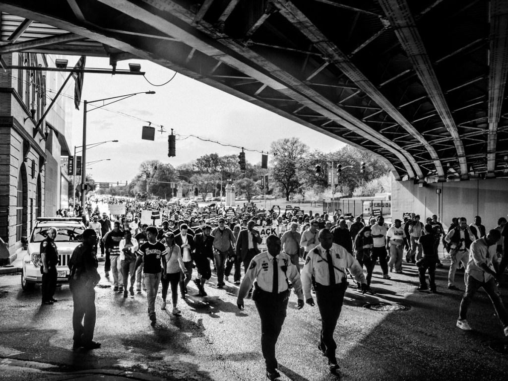 bridge-walk-black-lives-matter