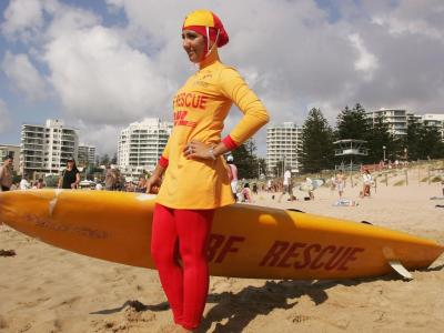 73194798-mecca-laa-laa-wears-a-burqini-on-her-first-surf.jpg.CROP.promo-xlarge2