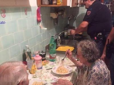 Italian police cook an elderly couple a meal