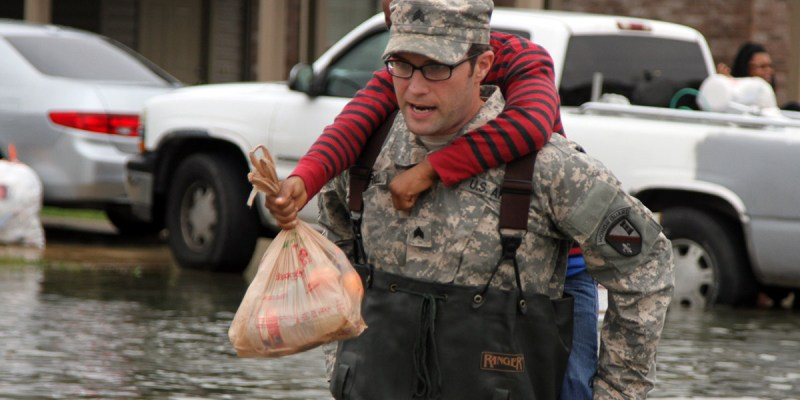 Louisiana Guardsmen assist in neighborhood evacuation
